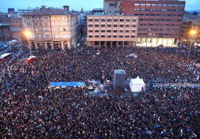 Manifestazione del movimento delle Sardine a Bologna: Noi vera alternativa ai sovranisti