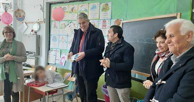 """San Giorgio a Cremano. """"Refezioneplastic free"""", il sindaco consegna oltre mille kit di stoviglie riutilizzabili"""