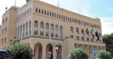 Salerno: posta sui social network frasi offensive contro le forze dell'ordine. Denunciato dalla polizia
