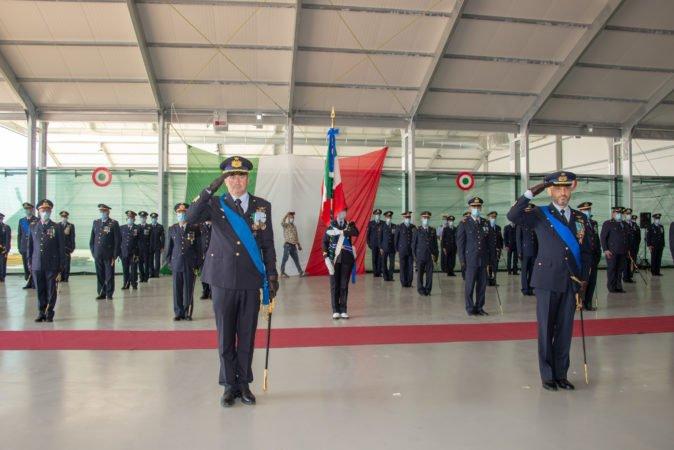 I Comandanti uscente e subentrante in un momento della cerimonia.