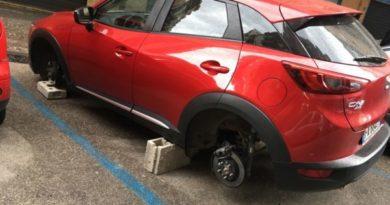 Scampia: sorpresi a smontare pneumatici, arrestati