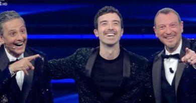 Sanremo 2021,  Fiorello salva la prima serata in slow emotion per assenza di pubblico