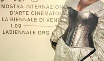 Marianna Bonavolontà porta sul red carpet del Festival del Cinema di Venezia il dramma delle donne afgane