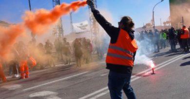 """Trieste, oltre settemila lavoratori stanno partecipando alla protesta """"No Green pass"""""""